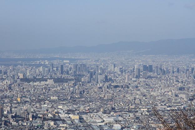 写真: 2366 生駒山から遥か大阪城@奈良