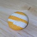 Photos: クロスステッチで刺繍したくるみボタン