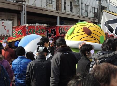 1/25(日) 亀山大市にご当地キャラクターの北伊勢DEもてなし隊が登場です。