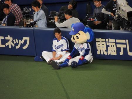 4/7(金) 横浜戦で石川選手とドアラとかプレーボールして球弁タイム。