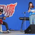写真: 鍵盤弾き語りシンガーソングライター。