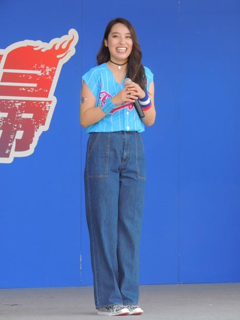 写真: 鍋谷真子さん。