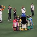 写真: つば九郎とチームしゃちほこ。