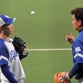 写真: 京田選手と森脇コーチ。