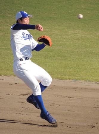 サード寄りの打球。