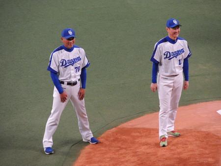 近藤コーチと岩瀬さん。