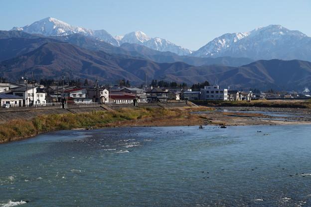越後三山と清流魚野川