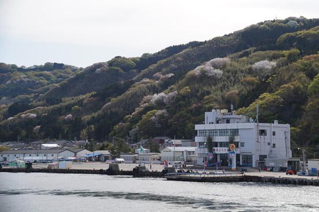内浦港を出航