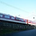 写真: 電車は走る