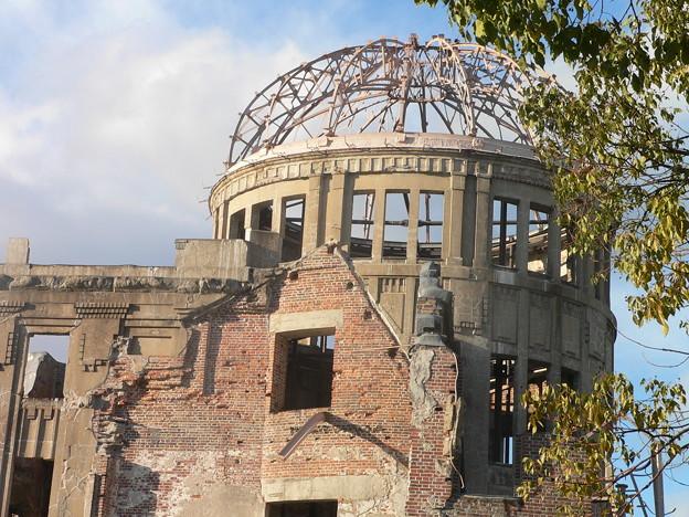 福島の発電所の爆発跡に似ていますよね