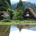 写真: 水田のある山間の村