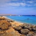 写真: 島の浜辺