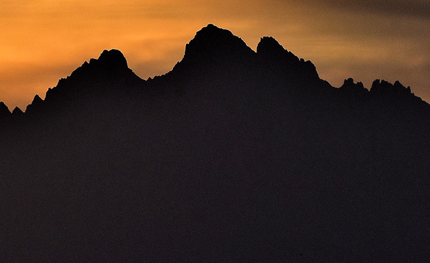 岩山シルエット