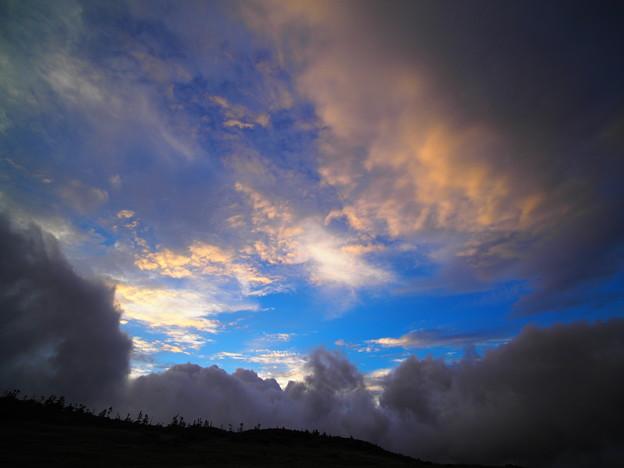 雲、出でる