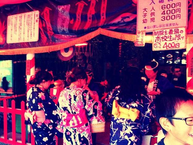 今も昔もお祭りはお化け屋敷~ヾ(・ω・`;)ノ