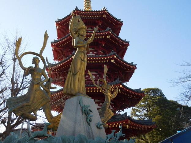 祈りと平和の像