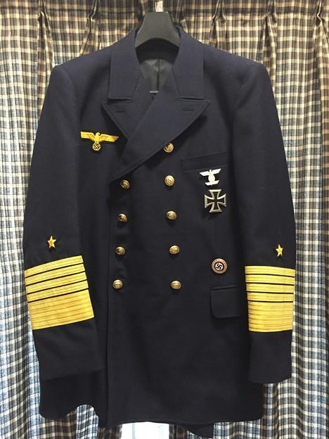 ナチスドイツ海軍の提督用リーファージャケットに勲章を付けました。
