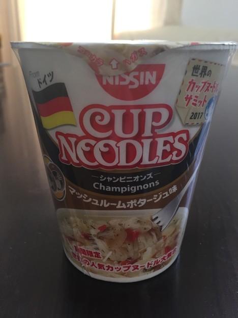 日清食品のカップヌードルのドイツのシャンピニオンズのマッシュルームポタージュ味
