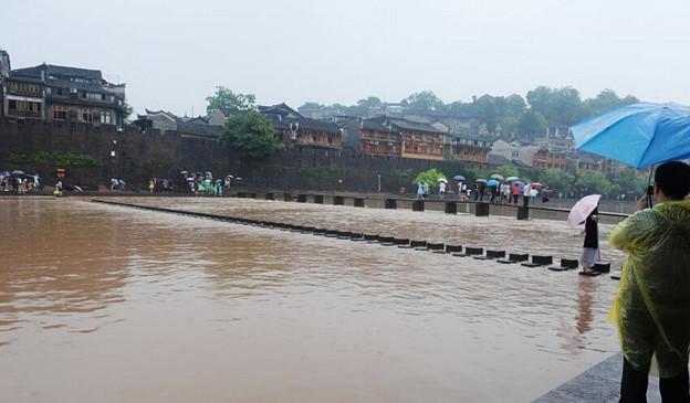 湖南 鳳凰の景色と大雨で洪水 (8)