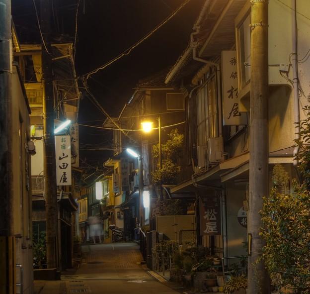 俵山温泉街の夜