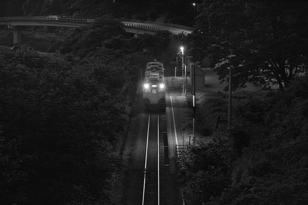 夕帳なぞって終列車