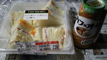 サンドイッチとカフェオーレ