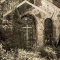 魔法を感じる壁と十字架
