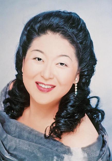 写真: 牧野真由美 まきのまゆみ 声楽家 オペラ歌手 メゾソプラノ  Mayumi Makino
