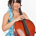写真: 高橋里奈 たかはしりな チェロ奏者 チェリスト        Rina Takahashi