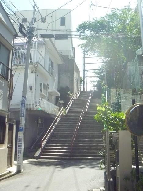 須賀神社前階段下(昼)