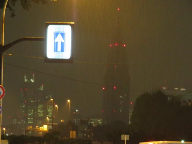 信濃町駅前(夜)