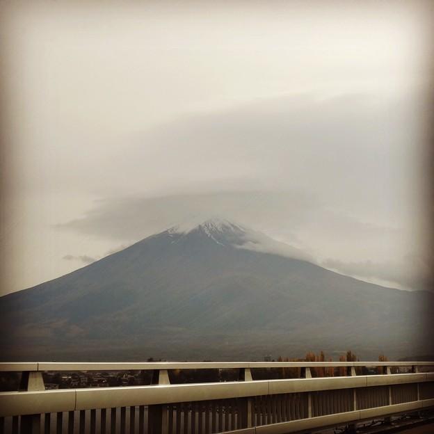 写真: 141102 富士山(河口湖大橋)