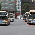 神奈川中央交通と横浜市営バスの並び