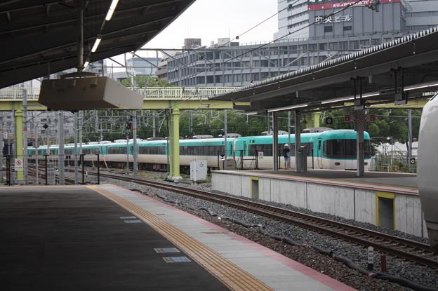 新大阪駅を発車する283系くろしお