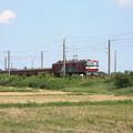 稲刈り後の田んぼを行くEH500‐4安中貨物