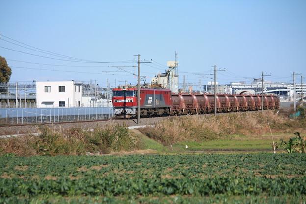 畑の中を行くEH500-14牽引5094レ安中貨物