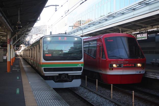 E231系1000番台と伊豆急行2100系の並び