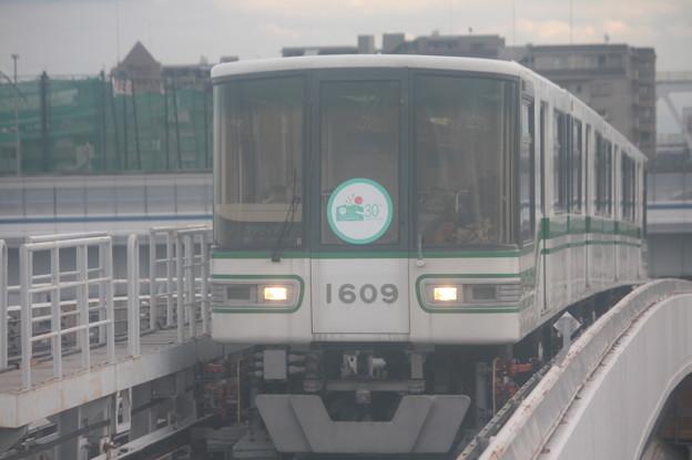 神戸新交通六甲ライナー 1000形1109F 「六甲アイランド30周年」ヘッドマーク付き