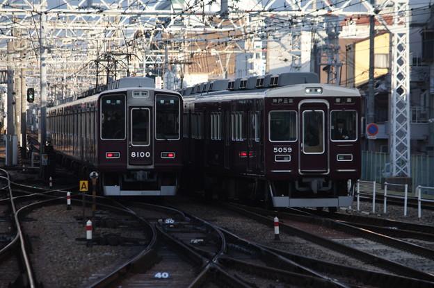阪急神戸線 8000系8000Fと5000系5008Fの離合