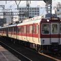 写真: 近鉄奈良線 8000系8105F