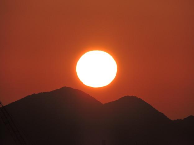 二上山の朝日