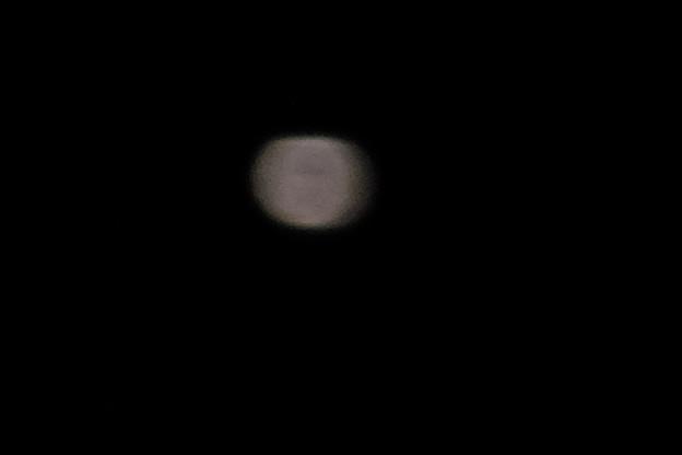 やはり天体望遠鏡を使って撮影したほうがもっと鮮明に撮れると思う今日この頃