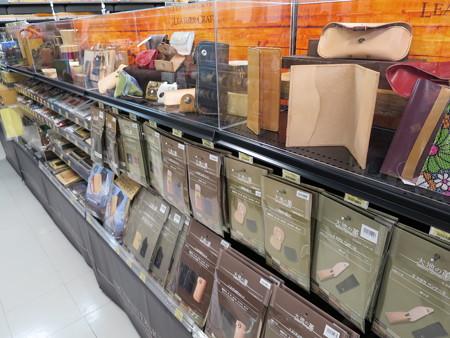 ARC OASIS DESIGN 上越店 革細工用品売り場の様子