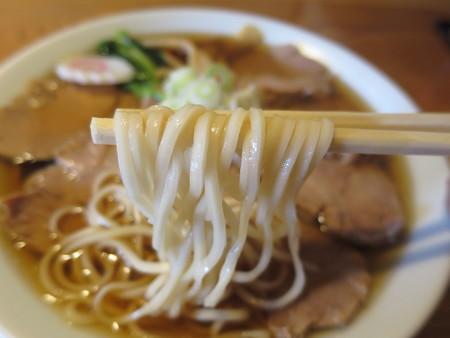 にぼし醤油らーめん 神楽屋 煮干チャーシューメン 麺アップ