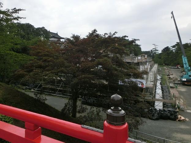 修復中の弘前城天守の石垣