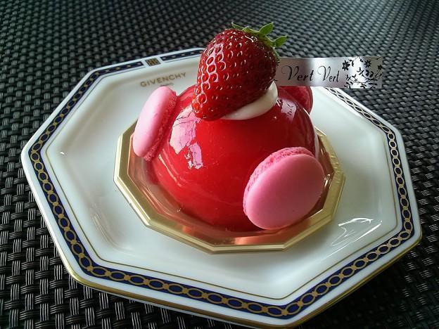 苺のムース マカロン