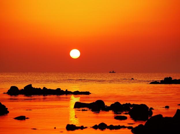 写真: 秋分の落陽