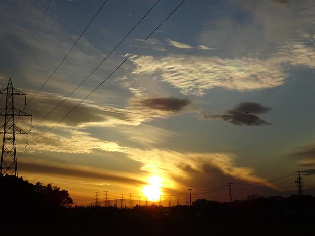 写真: 夕日を掴む