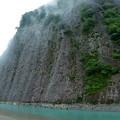 写真: 釣り人と一枚岩!(1400万年前の隆起で出来た岩)