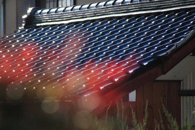 屋根瓦の輝き